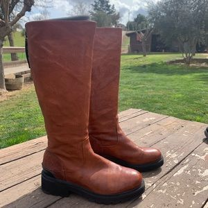 FRYE BOOTS SOFT LEATHER ZIP BACK CLEAT BOTTOM 10